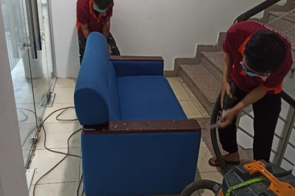 Giặt ghế sofa thường xuyên là công việc thiết yếu không nên xem nhẹ