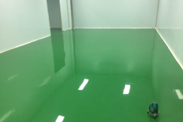 Sử dụng sơn Epoxy tự san mang lại độ bền và tính thẩm mỹ cho bề mặt sàn