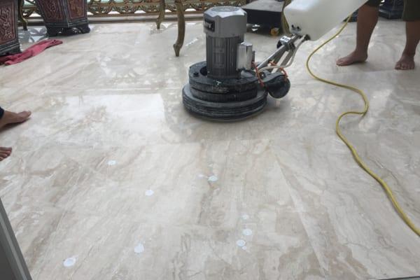 Đánh bóng sàn sẽ giúp lấy lại vẻ thẩm mỹ cho không gian của bạn