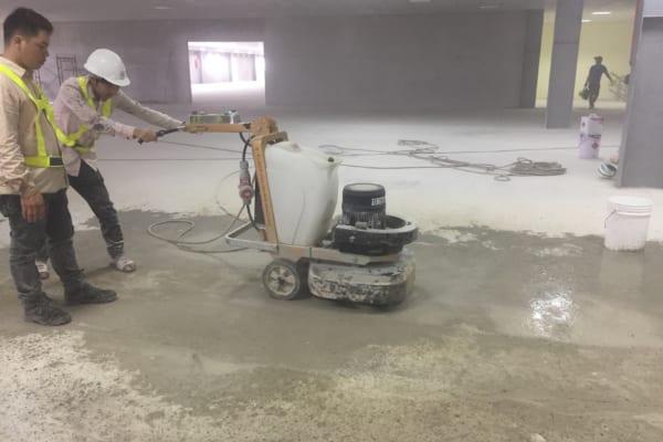 Cải thiện độ cứng sàn bê tông hiệu quả cần được thực hiện bởi nhân viên trình độ cao
