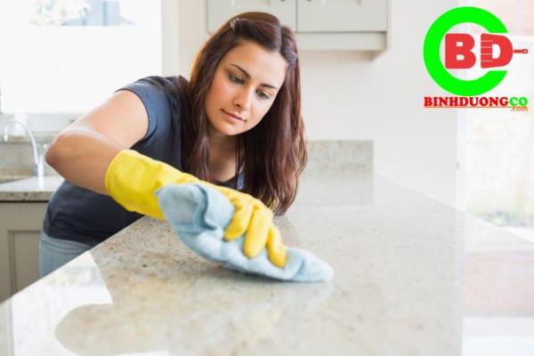 Văn phòng cần được vệ sinh thường xuyên để đảm bảo sạch sẽ