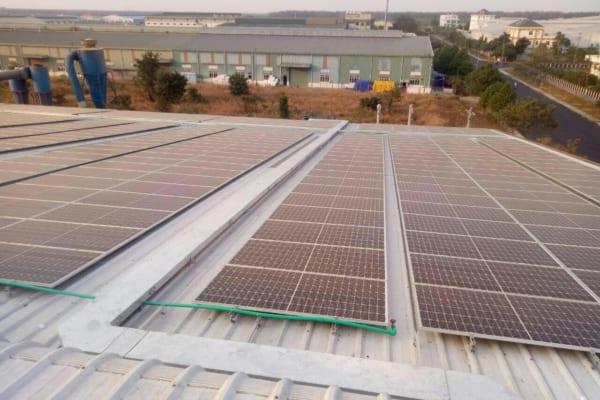 Tấm pin năng lượng mặt trời phát triển mạnh mẽ tại các nhà xưởng ở Bình Dương