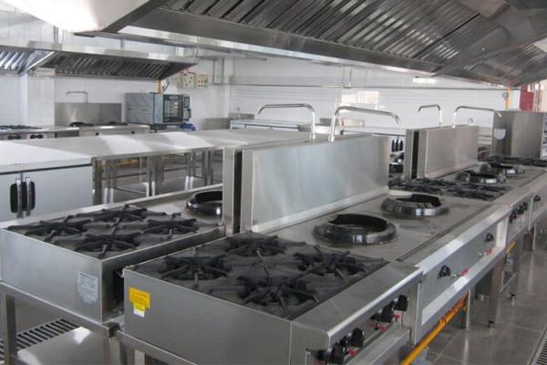 Vệ sinh bếp giúp không gian được sạch sẽ, thông thoáng