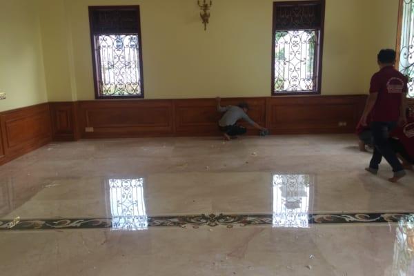 Đánh bóng sàn đá Marble là công việc cần được thực hiện thường xuyên